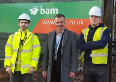 Cllr Brown meets young construction apprentices